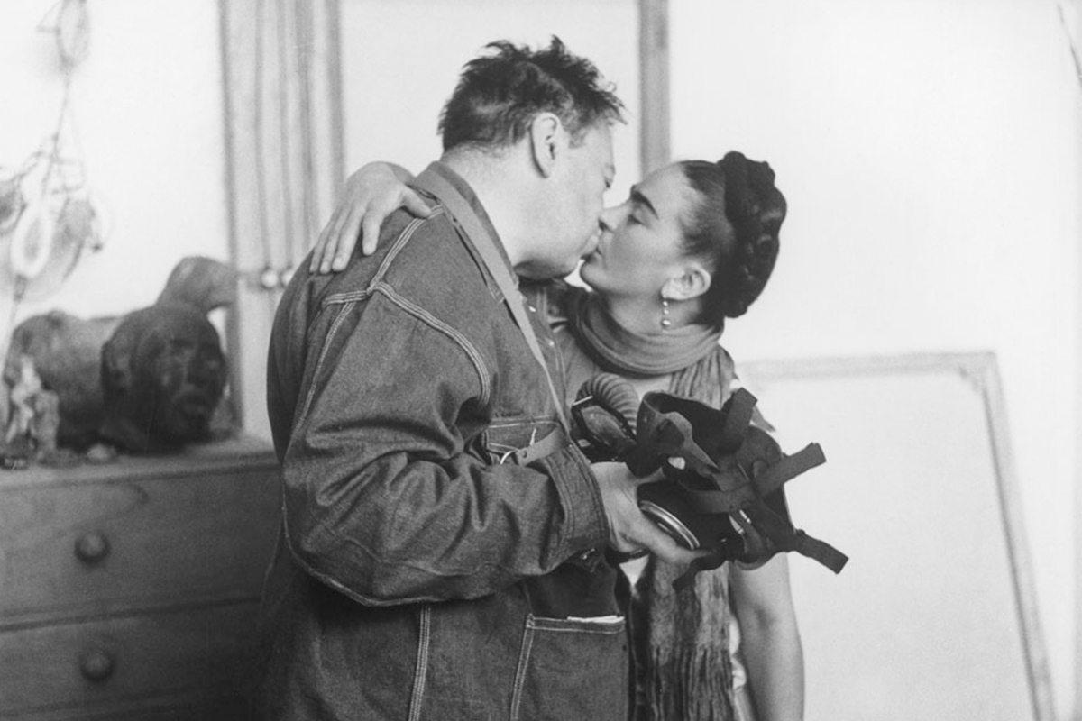 Frida-Kahlo-and-Diego-Rivera-by-Nickolas-Muray-1939-via-theredlist.com_