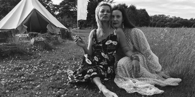 a23c51176f Kate Moss and Liv Tyler Being Cool in the Countryside