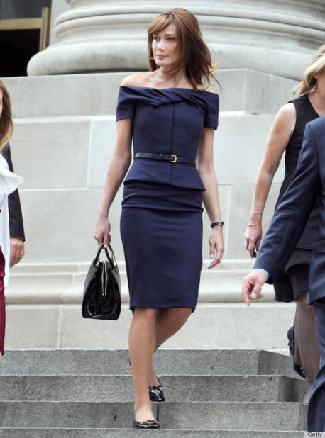 French First lady Carla Bruni-Sarkozy (C