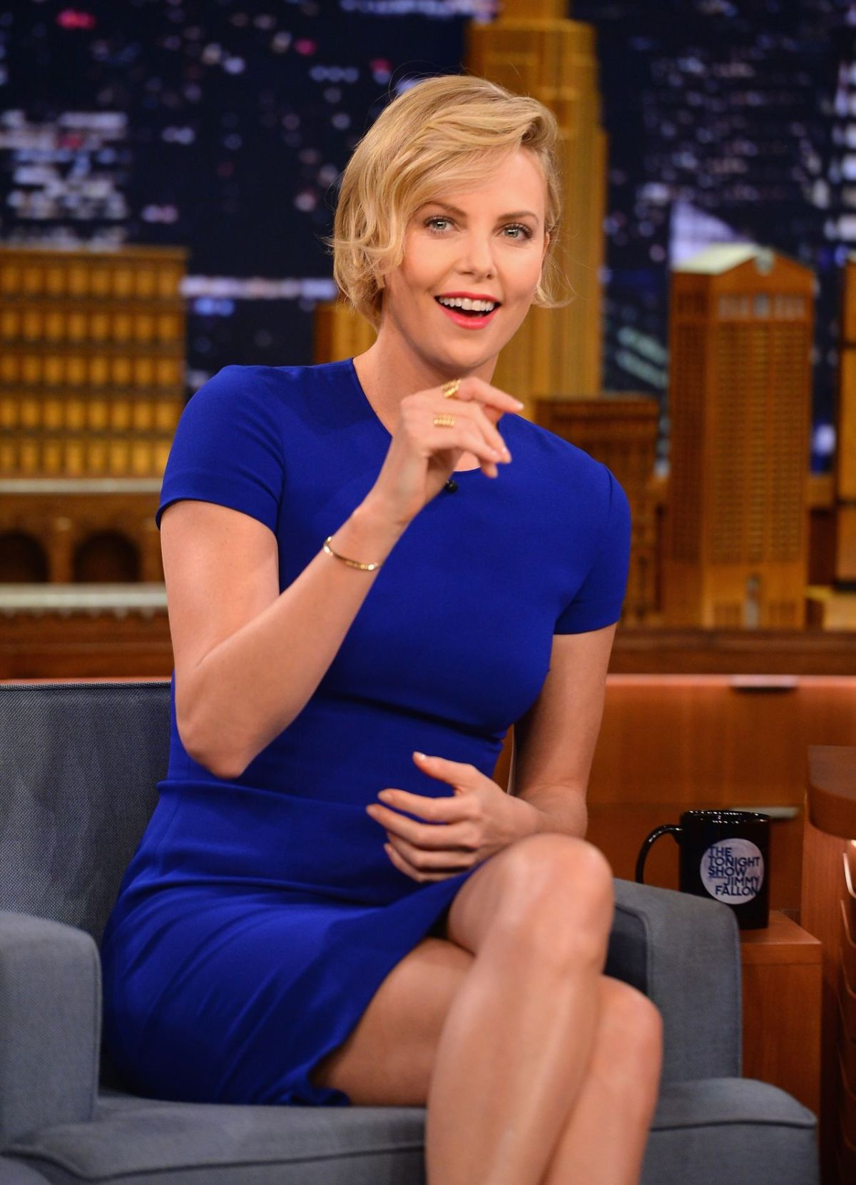 charlize-theron-at-the-tonight-show-starring-jimmy-fallon-may-2014_2