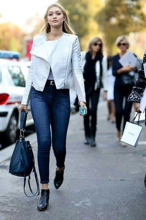 bf5a9729e1e57a8dac3ad287b498d1aa--white-leather-jackets-models-off-duty