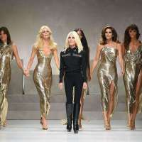 "Best Photos of the ""Big Five"" Supermodels' Reunion on the Versace Runway"