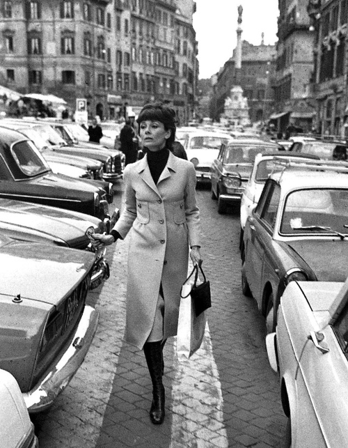 16.-Audrey-Hepburn-Rome-March-26-1971