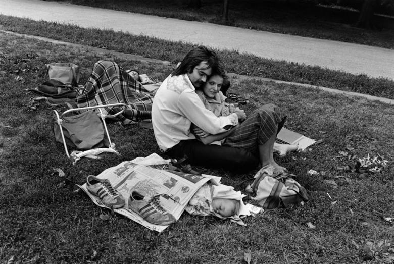 Central-Park,-Couple-with-Baby-in-Newspaper,-1978.jpg.CROP.article920-large