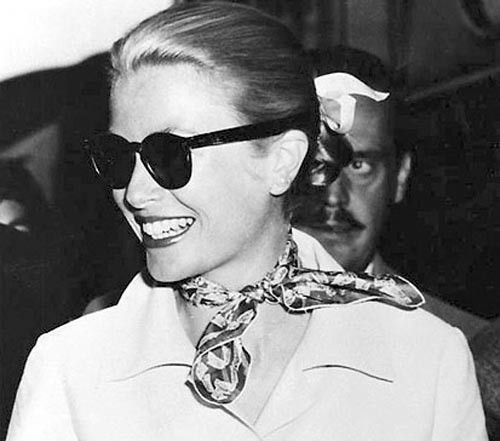 grace-kelly-in-gucci-floral-scarf