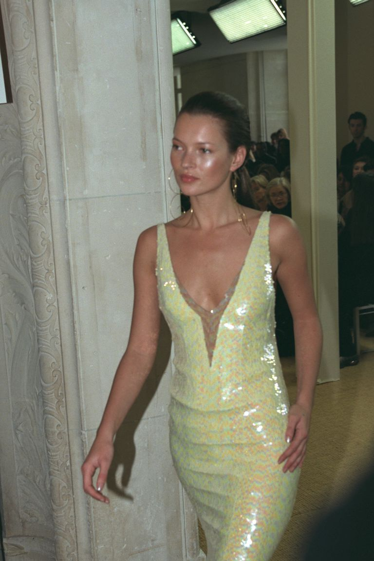 kate-moss-on-the-catwalk-news-photo-535831052-1550587155