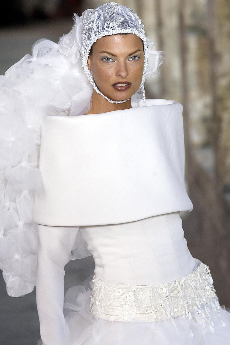 linda-evangelista-walks-the-runway-during-the-chanel-haute-news-photo-520575186-1550587347