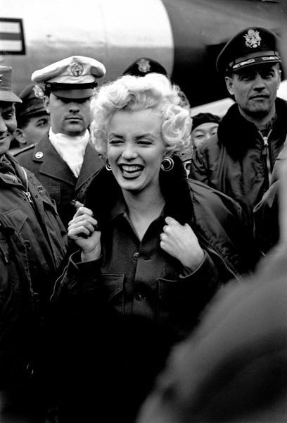 marilyn monroe with troups in korea